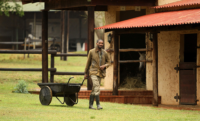head-groom-simon-mthembu-at-the-stables-pakamisa