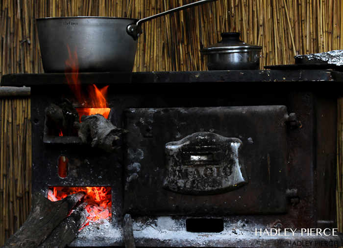 cooking-in-Island-Bushcamp