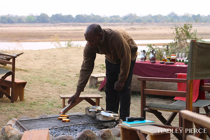 breakfast-at-the-edge-off-luangwa-river
