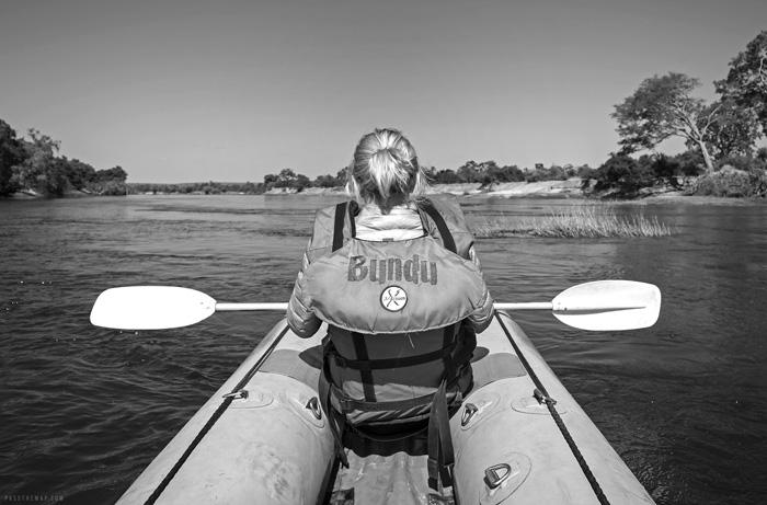 canoe-safari-zambezi