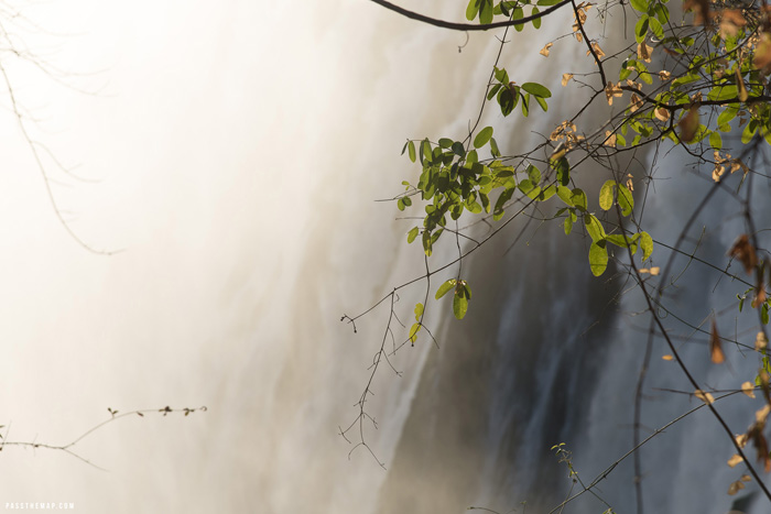victoria-falls-smoke-that-thunders