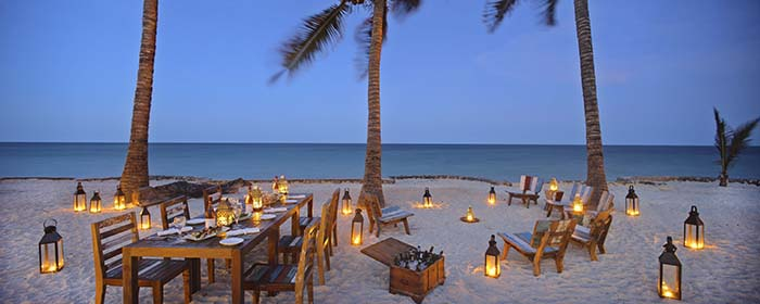 beach-dinner-in-zanzibar