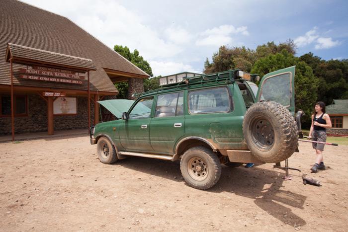 driving-to-mount-kenya