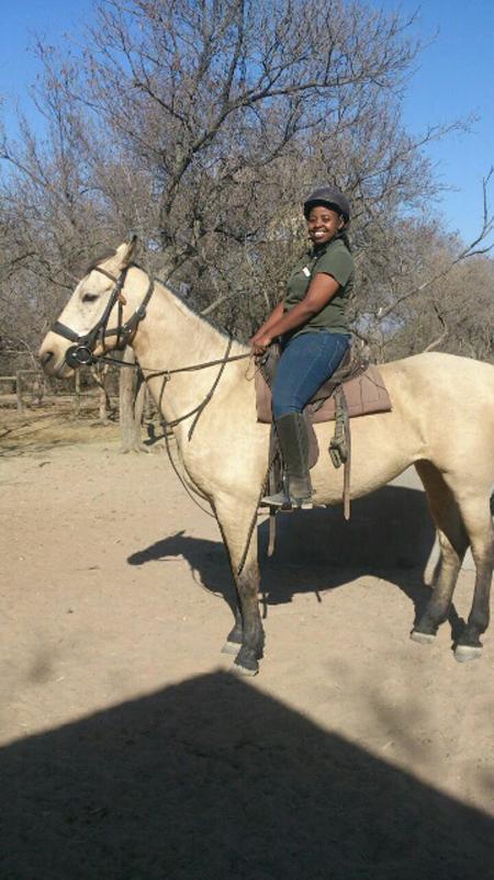 horseback-safari-girl-guide
