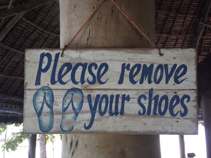 please-remove-your-shoes