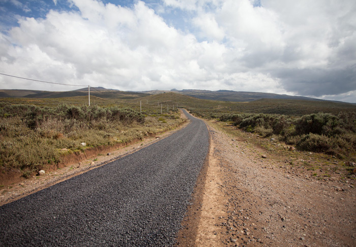 road-to-mount-kenya