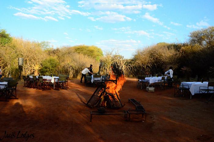 bush-wedding-setup