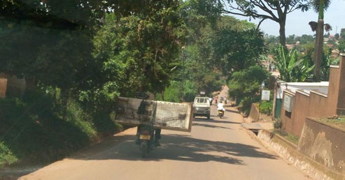 narrow-and-busy-road-on-kampala-suburbs