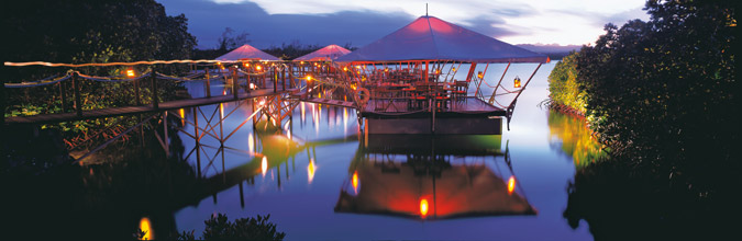 prince-maurice-barachois-floating-restaurant-at-night