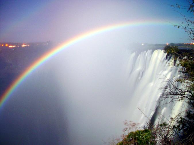 vic-falls-moonbow