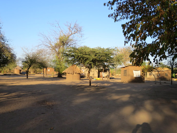 south-luangwa-village