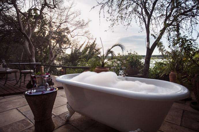 tongabezi-outdoor-bath