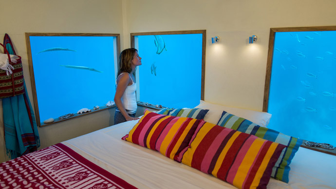 underwater-room-Manta-Resort-tanzania