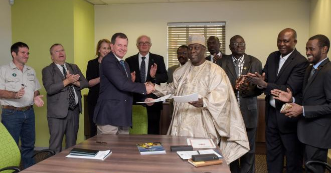 African Parks and Chad minister sign conservation agreement