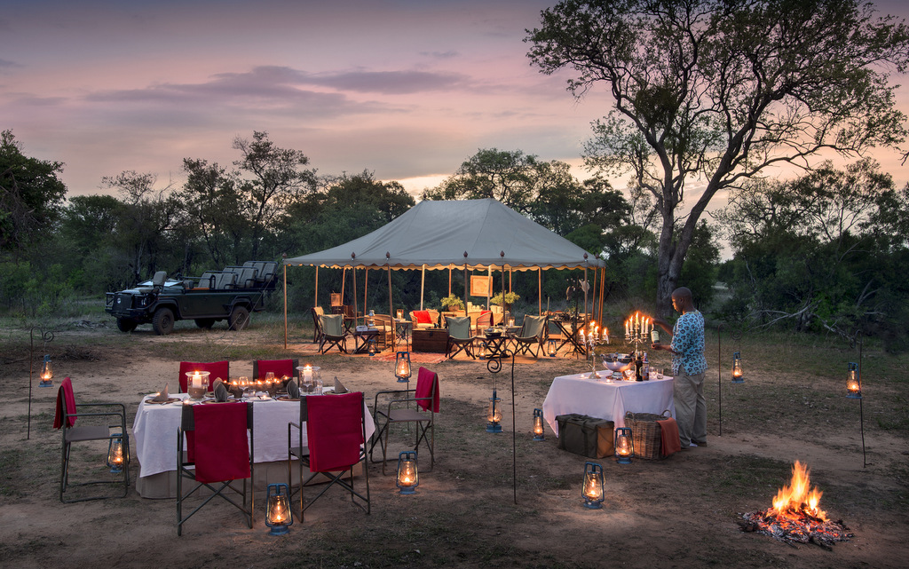 Outdoor dining at Tanda Tula Field Camp