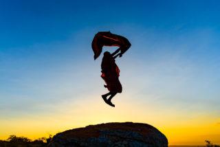 A Maasai warrior jumps in Lolkisale, Arusha region, Tanzania © Ian Hanson (Instagram/thespurtrail)