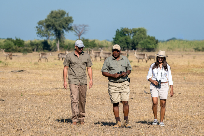 Field guide Stanley Phiri with guests
