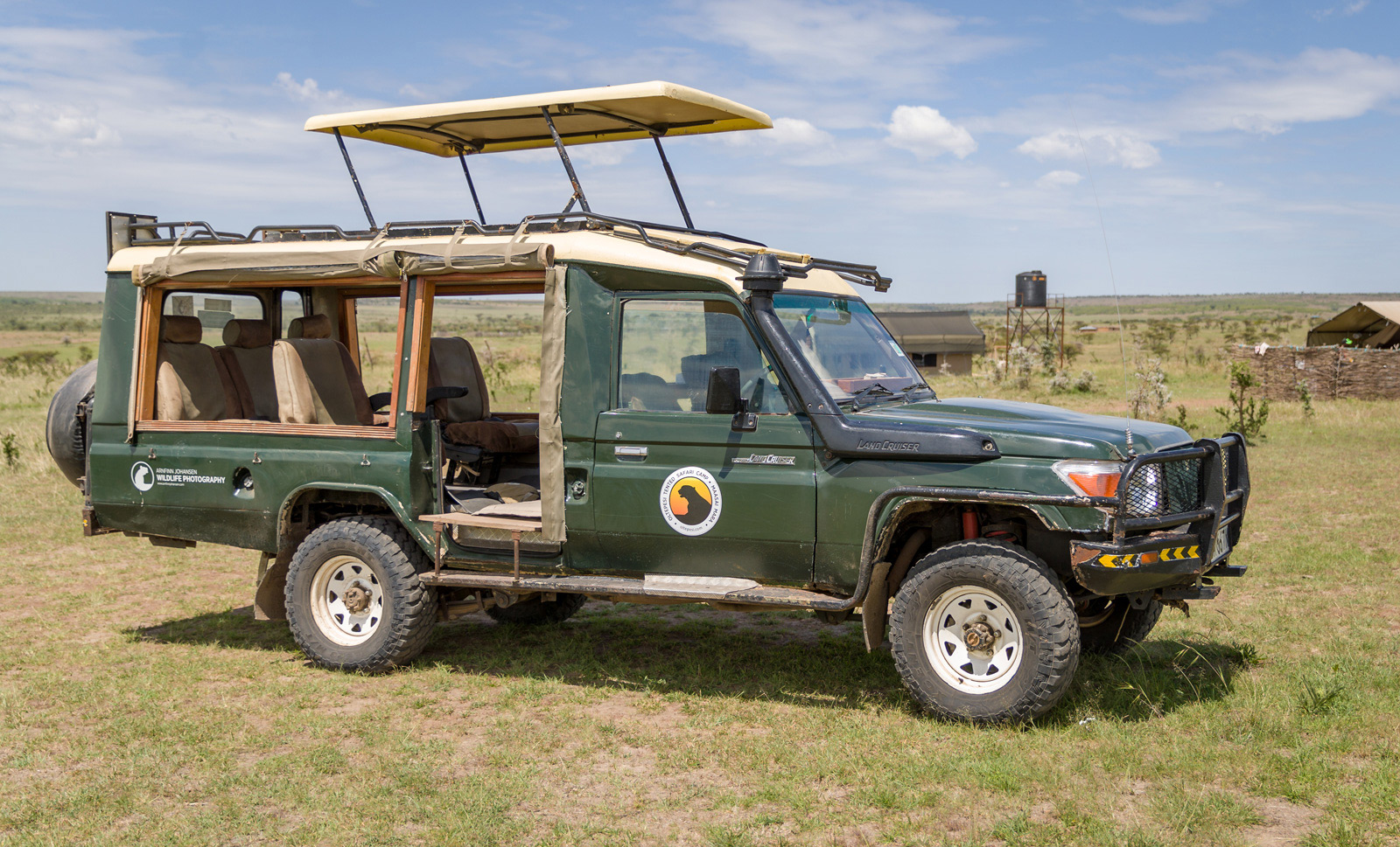 The safari vehicle has been specially designed to accommodate photographers © Ruzdi Ekenheim