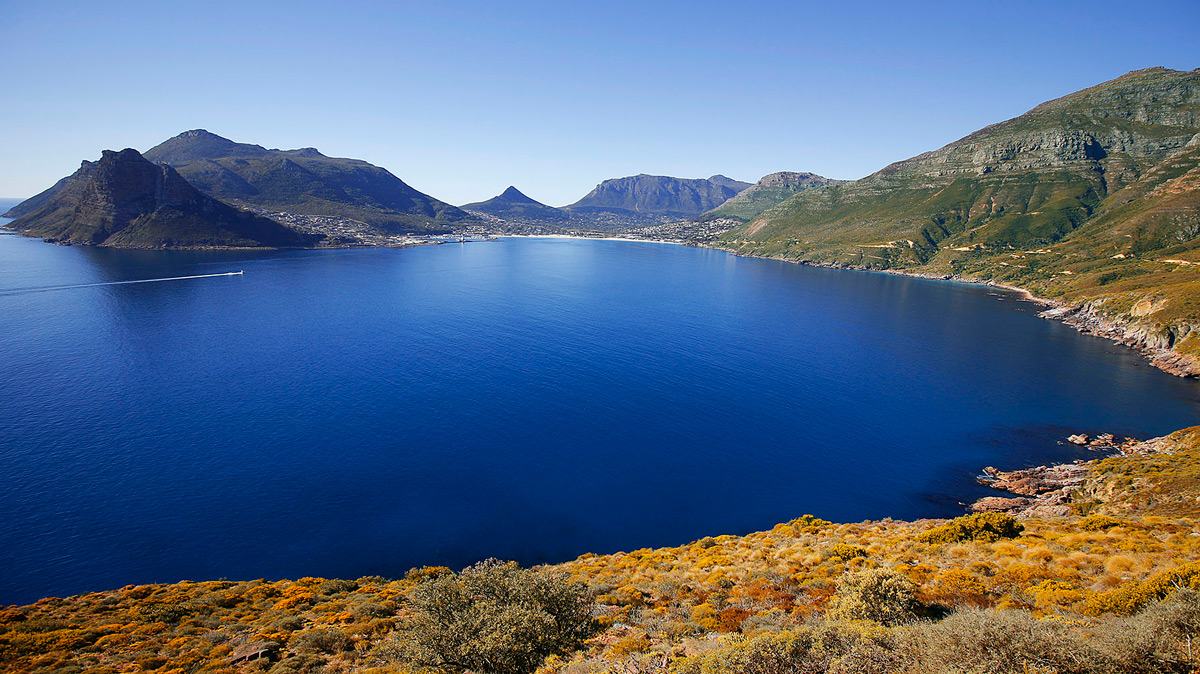 Hout Bay on a clear day, taken from Chapman's Peak, Cape Town, South Africa © Jaco Beukman