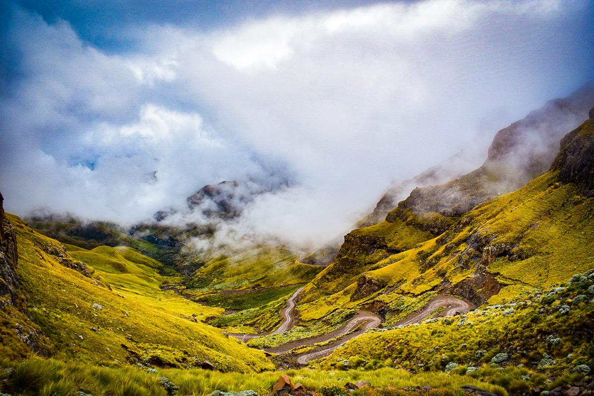 The landscape in the Drakensberg Mountain Range, South Africa © Robert Kaemba