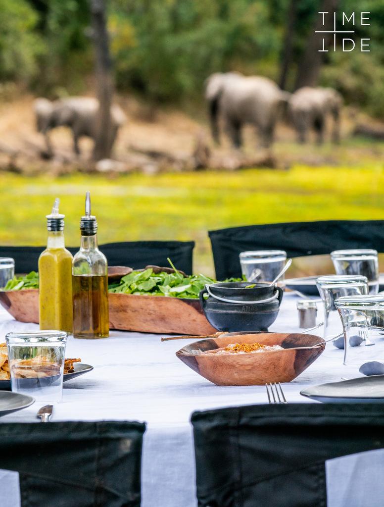Bush lunch in South Luangwa, Zambia