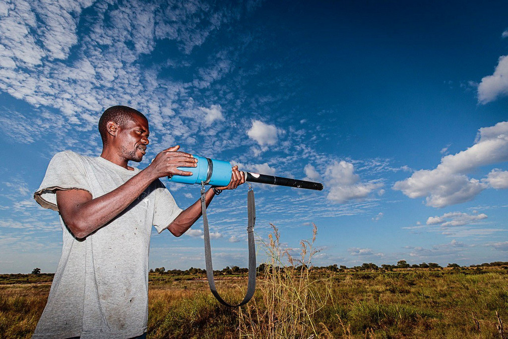 Man demonstrating the chilli 'gun'