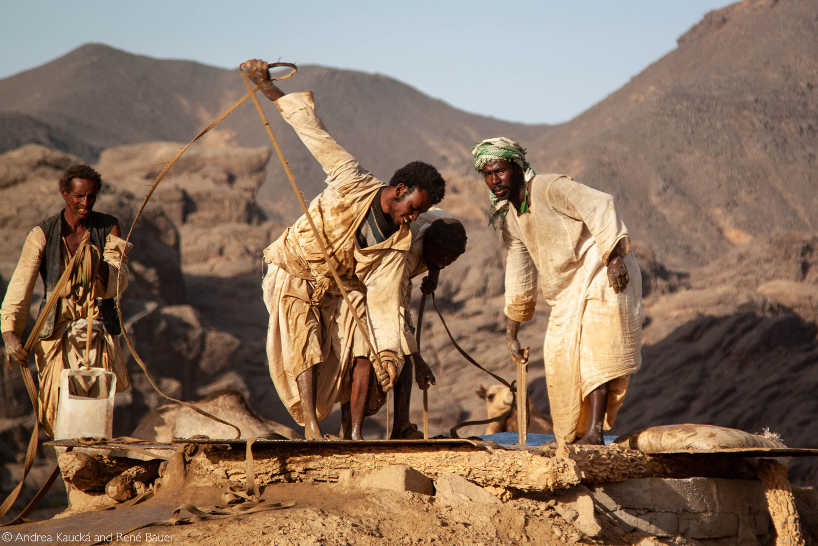 Drawing water from a well in Sudan© Andrea Kaucká and René Bauer