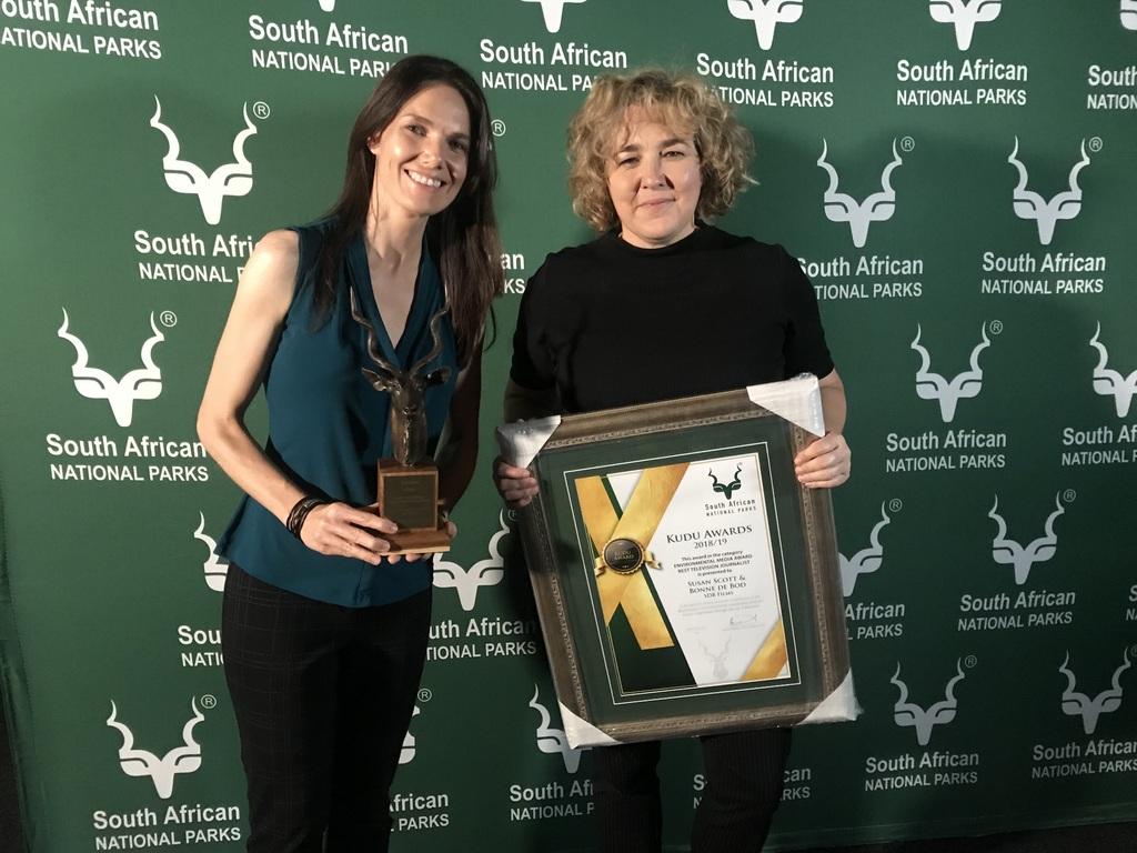 Bonné de Bod and Susan Scott with SANParks Kudu Award
