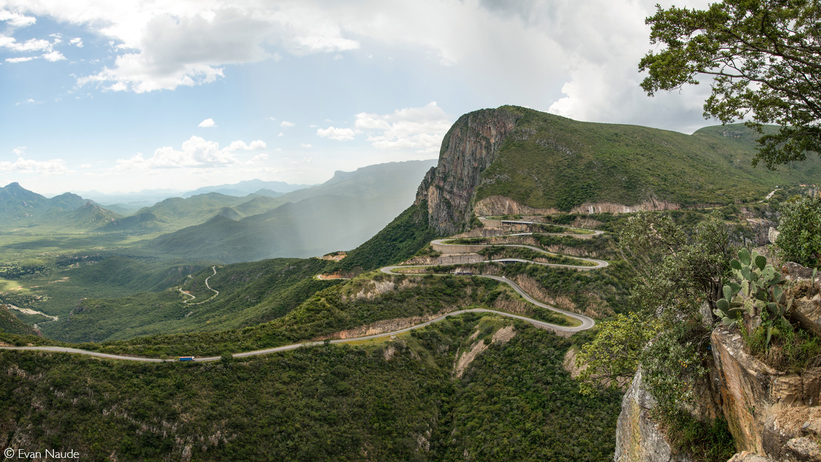 Serra da Leba mountain pass near Lubango. Angola © Evan Naude